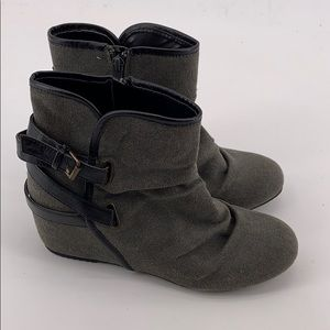 Women's Mudd Gray Booties Size 9